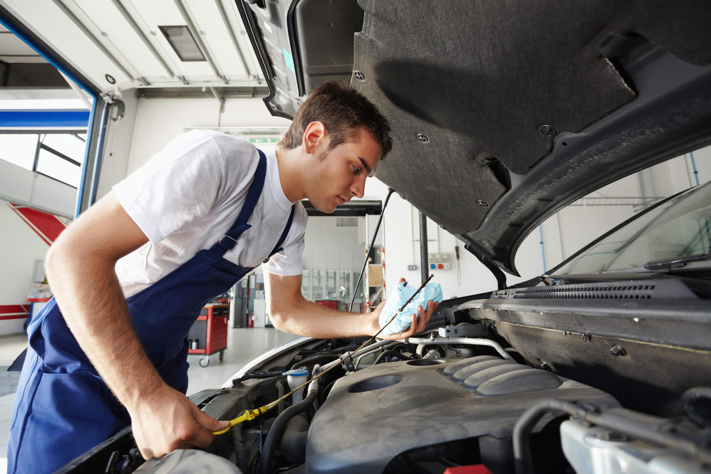 Jak powstaje olej samochodowy?